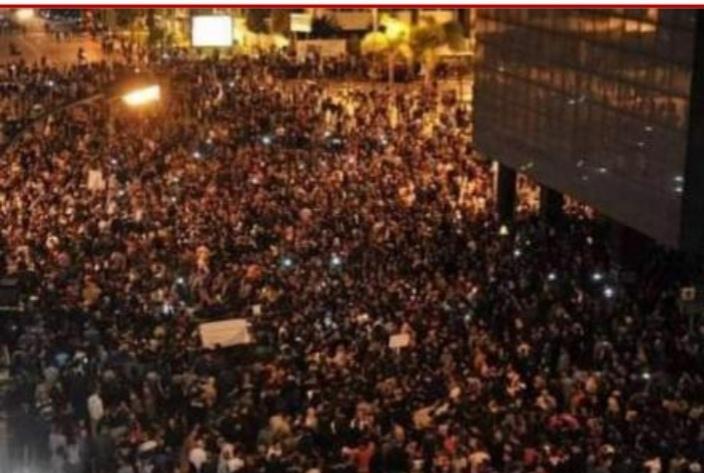 صورة مظاهرات عارمة تعم لبنان احتجاجا على الضرائب