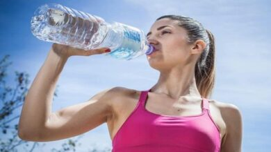 صورة أخطاء شائعة عند شرب الماء