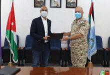 صورة توقيع اتفاقية بين قيادة سلاح الجو الملكي وشركة زين