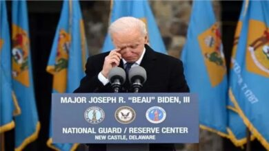 صورة بالدموع… بايدن يودع ولايته قبل انتقاله إلى واشنطن عشية التنصيب