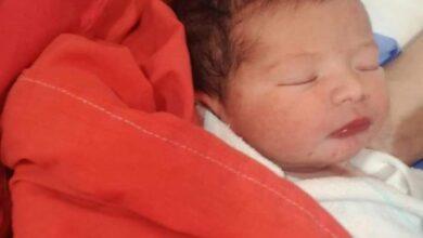 صورة سالم شديفات يهنئ شقيقته وزوجها بقدوم مولودتهم الجديدة