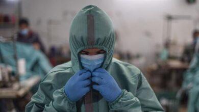 """صورة مسؤول بالصحة العالمية يكشف موعد """"الخلاص"""" من كورونا"""