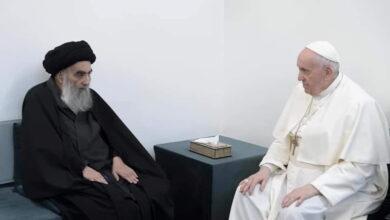 صورة لقاء تاريخي بين البابا فرنسيس والسيستاني بالنجف.. اجتمعا في منزل متواضع للمرجع الأعلى للشيعة