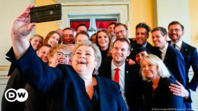 صورة تغريم رئيسة حكومة النرويج 20 ألف كرونة لانتهاكها قيود كورونا