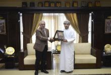 صورة رئيس عمان الأهلية يكرم الملحق الثقافي العُماني السابق بمناسبة انتهاءفترة عمله ويهنىء الملحق الجديد