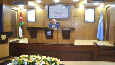 صورة الروابدة يحاضر في عمان الأهلية بمناسبة مئوية الدولة